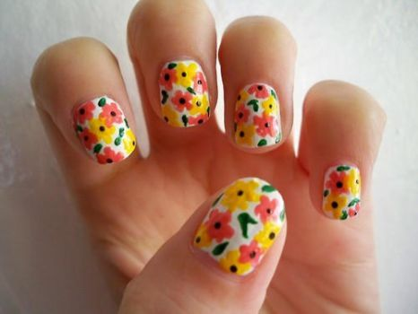 Flowery Nails by prettyphotos