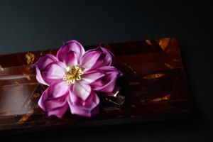 Summer night lotus kanzashi. by hanatsukuri