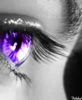 Violet Eye by nithilien
