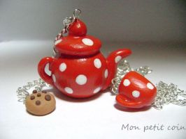 Red polka dot teapot by monpetitcoin