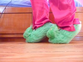 Grinch slippers, side by ExileLink