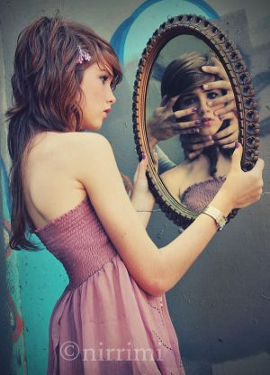 the girl in the mirror  by Pretty As A Picture - avatar (toplama in LEYL )