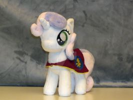 Sweetie Belle with her cape by RazielleDbx