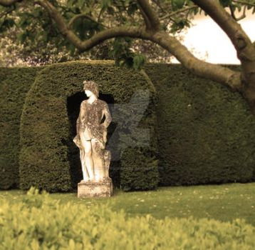 Statue At Hatfield House by unclefrogface