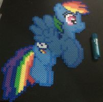 Perler Rainbow Dash by cracklebyte