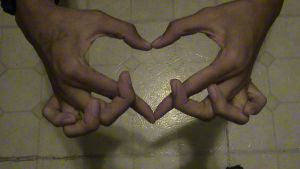 Chain-fingered heart by Blackdragon0145