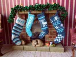 1:12th scale Blue Christmas stockings by buttercupminiatures