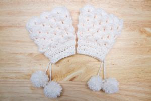 Wintery Mitts with Pom Poms by theaquallama