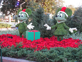 Mickey and Minnie Topiaries by WDWParksGal-Stock