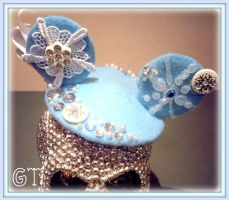 Frozen/Elsa Inspired Tiny Hat! by gertygetsgangster