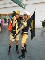 Kawaiikon 2012: Vocaloid Kagamine Rin and Len by K-ayu