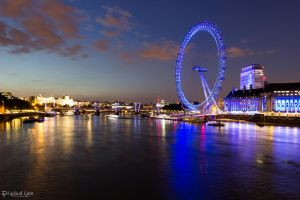 London Eye at night . . . by LordMajestros