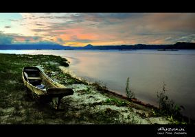 Morning in Toba by hirza