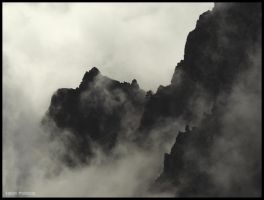 Misty Mountains by winterbos