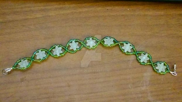 Green and White glass/acrylic beaded bracelet by Laihi