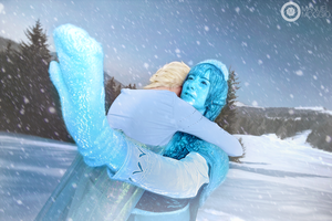 Elsa and Anna - Act of  tue love (Disney Frozen) by MikuSupercell