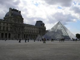 Louvre, Pyramid by Miundel