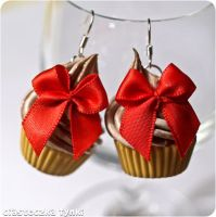 Chocolate cupcakes with red bows by ciasteczkatynki