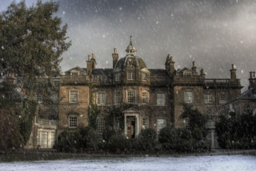 Hampton Court House Snow by mariagendelman