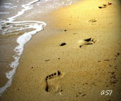 Footprints on sand by Sphongled