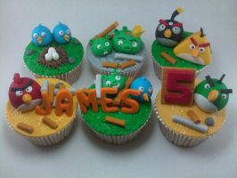 Angry Birds Cupcakes by charlzlew