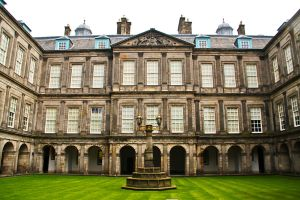 Hollyrood Palace by gendosplace