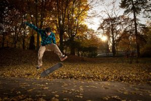 Autumn skateboarding by BandasPhoto