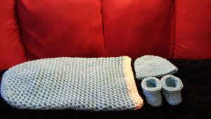 Crocheted newborn set by FreakieGeekie