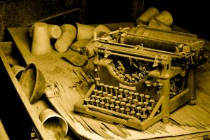 Old Typewriter by terryrunion