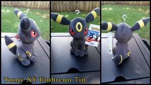 Tomy XY Umbreon 7in by Vesperwolfy87