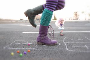 Hopscotch, tejo, rayuela... by mandyleft