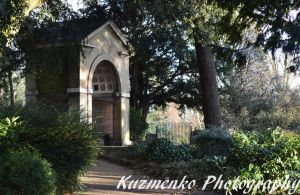 Archway In Gunnersbury by Alzipalz