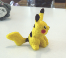Needle Felted pikachu by vrlovecats