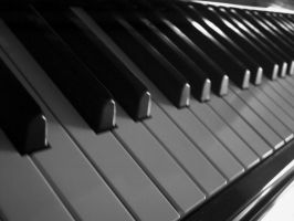 Piano -black and white- by martianunicorn