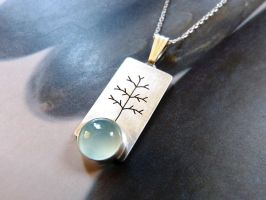 Chalcedony silver tree necklace by Kreagora
