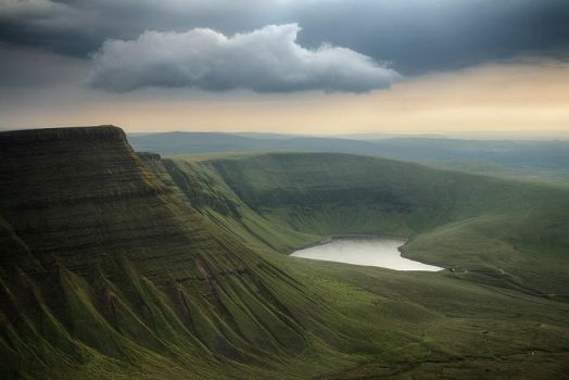 Llyn Y Fan Fach by Mohain