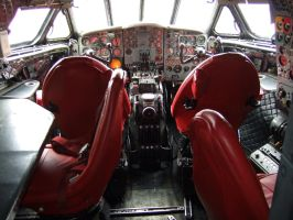 DH COMET SIMULATOR cockpit 1 by Sceptre63
