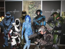 PAX - Cortana and her Soldiers by Hyokenseisou-Cosplay