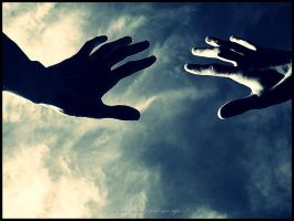 hands and sky by DamiNs