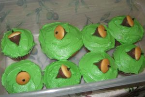Acorn Cupcakes by Jennfrog