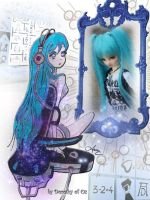 Baby Blue in the Mirror by Dorothy-of-Oz