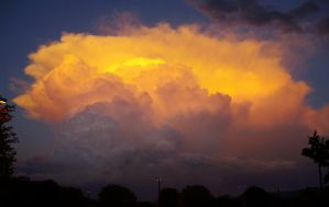 Glowing Clouds by suitangi777