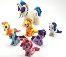 DJ PON-3 with Turntable and the MANE 6 custom 2 by MadPonyScientist