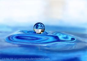 Practice of focus II:Blue drop by Calaymo