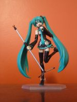 hatsune miku figure by raissarotsa