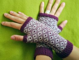 Endpaper Mitts by knittedpainting