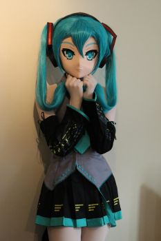 Miku - Embarased by Cloudtied