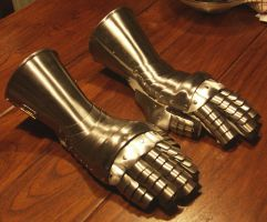 Another pair of gauntlets by Pammus