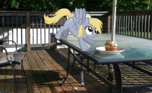 Derpy gets a muffin by Darkkon13