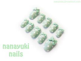 mint dot nails by Nanayuki